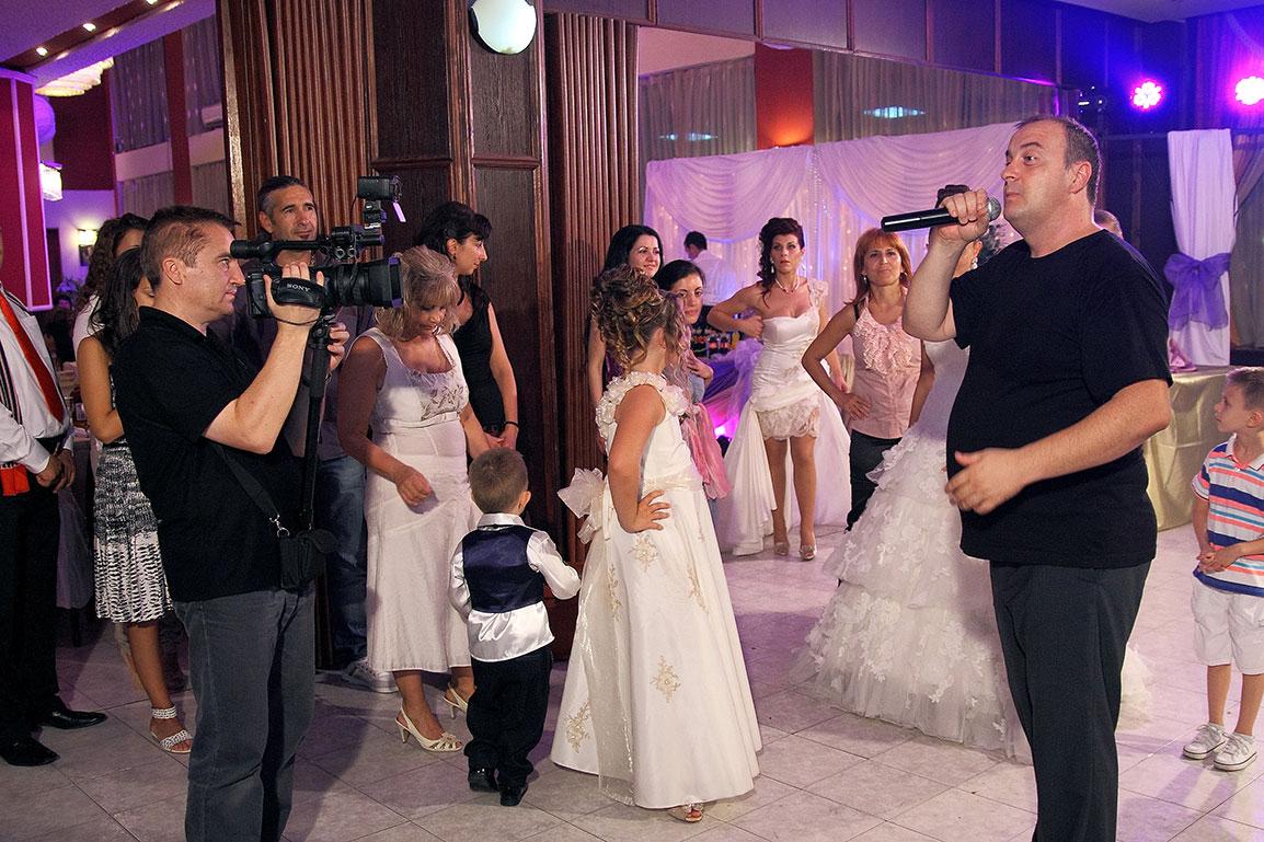 На сватбено видеозаснемане с водещ Краси Радков